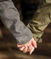デート2回目で女性と手をつなぐ『3つのステップ』を徹底解説!