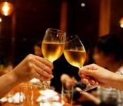 【Q&A】サシ飲みの誘い方。職場の女性をサシ飲みに誘う方法とは?